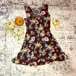 Dresses & Skirts - Fit and flare floral dress!